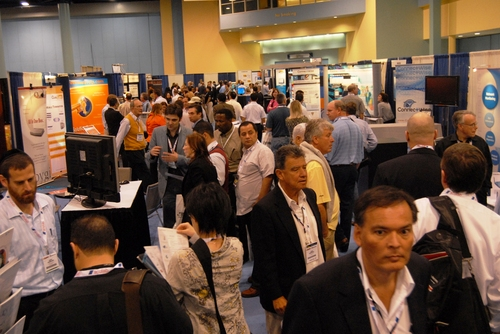 itexpo-east-2009-exhibit-hall-aisle.jpg