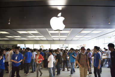 apple-store-crowd.jpg